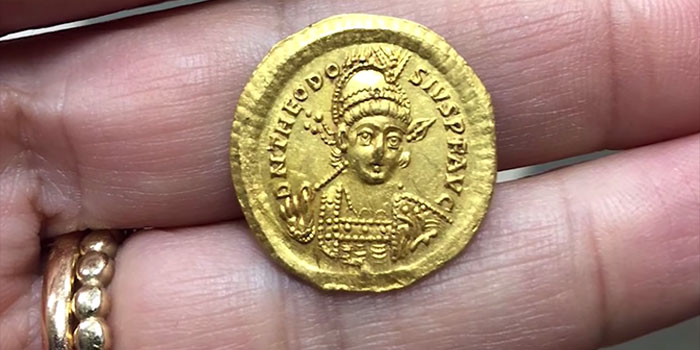 High School Students Find First Gold Solidus of Theodosius II Ever Discovered in Israel