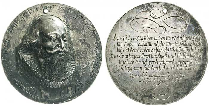 No. 8202: Augsburg. Hollow silver cast, no date (post 1647). Very rare. Holed, very fine. Estimate: 200 euros.