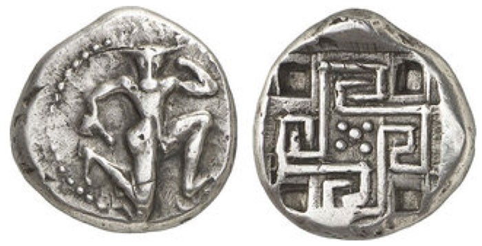 CRETE, Knossos. Stater (11.93g). about 425 - 360 BCE Vs .: Naked Minotaur in knee walking pattern right. Rev .: Swastika-like labyrinth with five points in the middle. A square recess in each of the four gussets. The undertype is probably a stater from Aegina. Svoronos, Crete 1 Plate. 4. 23 = BMC 1 Plate IV 7 = Le Rider, Crete S.99 No. 2 Plate. 24. 25 (very similar).